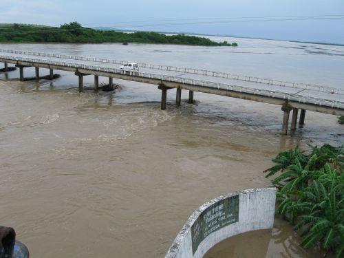 Con los escurrimientos de la Zaza, ya suman seis los embalses de la provincia que vierten sus excedentes de agua. (foto: Vicente Brito)
