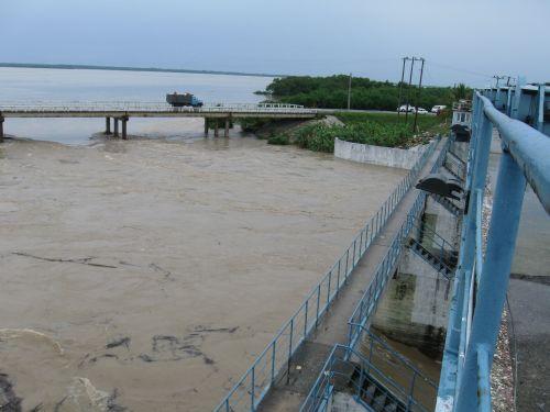 La presa Zaza ha experimentado una notable recuperación en su volumen, si consideramos que al amanecer del miércoles el embalse apenas retenía unos 200 millones de metros cúbicos de agua. (foto: Vicente Brito)