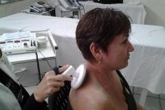 Bondades de la Medicina Física y Rehabilitación en Sancti Spíritus. El equipo conocido como Ivamag se emplea en masajes superficiales con el uso de corriente.