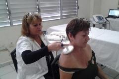 Bondades de la Medicina Física y Rehabilitación en Sancti Spíritus. Muchos pacientes sienten alivio luego del tratamiento con el Ivamag, a base de masajes combinados con corriente.