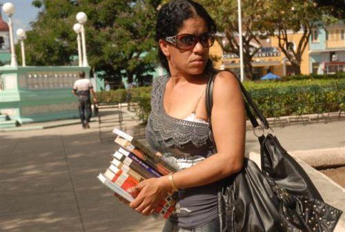 Capítulo espirituano de la Feria del Libro. Esta edición de la Feria, cuyo país invitado es Angola, está dedicada al historiador Pedro Pablo Rodríguez y al escritor Daniel Cavaría.
