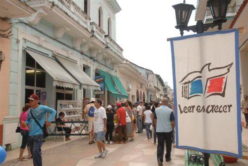 Capítulo espirituano de la Feria del Libro. En Cuba las Ferias del Libro devienen en un acontecimiento incomparable, en un jubileo popular de la cultura.