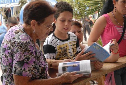 Capítulo espirituano de la Feria del Libro. En el parque Serafín Sánchez y el bulevar se han habilitado una veintena de stands y puntos de ventas.