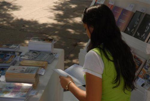 Capítulo espirituano de la Feria del Libro. La Feria del Libro Cuba 2013 rinde homenaje al Héroe Nacional cubano, José Martí, en el aniversario 160 de su natalicio.
