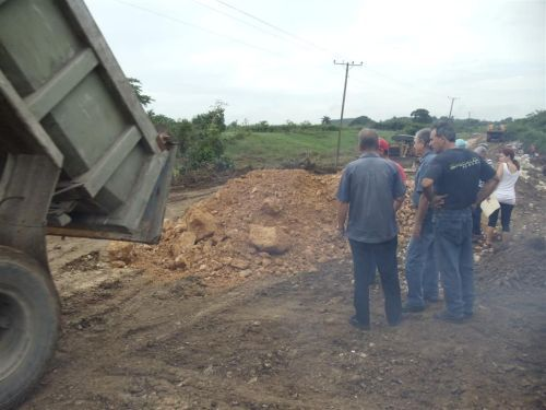 Las fuertes crecidas y los arrastres perjudicaron decenas de kilómetros de vías, puentes y alcantarillas en Sancti Spíritus. (foto: Giselle Morales)