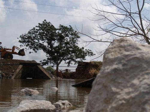 Fuerzas constructoras se mantienen trabajando en varios viales del territorio. (foto: Garal)