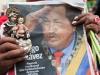 Autoridades de Latinoamérica presentes en acto de solidaridad con Chávez. Resaltan el rojo y los colores de la bandera, la música, gorras, prendas de vestir, llaveros, carteles y todo tipo de artículos alusivos a la patria, a Chávez y a la Revolución bolivariana.