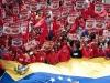 Autoridades de Latinoamérica presentes en acto de solidaridad con Chávez. En carteles, cintillos y banderas se reiteran frases como Pa'lante Comandante, Ahora más que nunca con Chávez, Patriotas de Venezuela, rodillas en tierra.