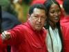 Chávez, una vida dedicada a la lucha por el pueblo. Hugo Chávez habla con su huésped, la modelo británica Naomi Campbell, antes de una ceremonia en el teatro Teresa Carreño de Caracas.