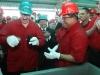 Chávez, una vida dedicada a la lucha por el pueblo. El presidente venezolano, Hugo Chávez con su homólogo bielorruso, Aleksandr Lukashenko, examinando una muestra de crudo pesado en la Faja del Orinoco, en el sureño estado de Anzoátegui, a 310 kilómetros de Caracas.