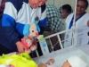 Chávez, una vida dedicada a la lucha por el pueblo. Chávez visita el Hospital de Paraguaná, donde están ingresadas las personas heridas en la explosión de la refinería de petróleo Amuay.