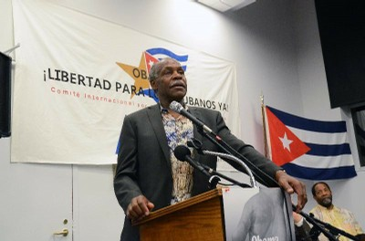 http://www.escambray.cu/wp-content/gallery/danny-glover-los-cinco-son-mis-hermanos/glover%20en%20washington.jpg