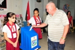 Democracia en las urnas. En Cuba son los pioneros quienes custodian las urnas. (Foto: Vicente Brito/ Escambray)
