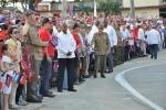 El 26 de los espirituanos. El General de Ejército Raúl Castro, saluda a sus compañeros antes de iniciar el acto nacional por el 26 de Julio en Sancti Spíritus. (Foto: Reidel Gallo/ Escambray)