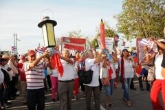 El desfile en Sancti Spíritus. El desfile fue encabezado por 55 brigadistas que participaron en la Campaña de Alfabetización. (Foto: Vicente Brito/ Escambray)