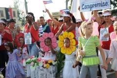 El desfile en Sancti Spíritus. Los niños también se sumaron a la celebración de los trabajadores. (Foto: Vicente Brito/ Escambray)