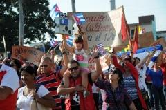 El desfile en Sancti Spíritus. Durante casi tres horas miles de espirituanos marcharon por la Plaza de la Revolución Serafín Sánchez Valdivia. (Foto: Vicente Brito/ Escambray)