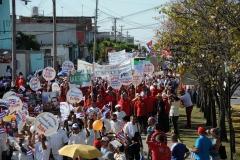 El desfile en Sancti Spíritus. Los espirituanos unidos marcharon por Cuba este Primero de Mayo. (Foto: Vicente Brito/ Escambray)