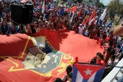 El desfile en Sancti Spíritus. La marcha cerró con un bloque compuesto por 3 000 jóvenes destacados del territorio. (Foto: Vicente Brito/ Escambray)
