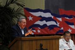 El VII Congreso del Partido. El Primer Secretario del Partido, General de Ejército Raúl Castro, presentó el Informe Central al VII Congreso del partido.