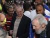 Líder histórico de la Revolución Cubana, Fidel Castro, ejerció su derecho al voto. Fidel Castro conversa con el pueblo después de ejercer su derecho al voto.