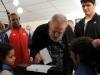 Fidel sobre el bloqueo: Cincuenta años y no han podido derrotarnos. El líder histórico de la Revolución Cubana, Fidel Castro Ruz, ejerció su derecho al voto en los comicios de este domingo tres de febrero