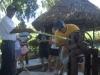 Un safari a lo cubano en las inmediaciones de Yaguajay. En Los Álamos los visitantes conocen sobre tradiciones cubanas: muelen la caña como en los antiguos trapiches, ordeñan vacas y conocen sobre los alimentos que consumirán; en su mayoría plantados alrededor del Chalé.