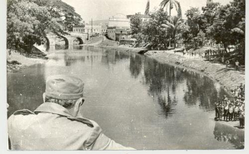 Fidel en Sancti Spíritus. Una mirada al puente Yayabo desde el llamado paso peatonal de la barriada de Colón.
