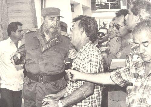 Fidel en Sancti Spíritus. Con Armando Santos, entonces director de la fábrica de cemento Siguaney.