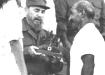 Fidel recibe el Premio del Barrio de manos de Abundio Sánchez