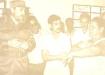 Consultorio Médico No.5 y Gimnasio Fisioterapéutico: Fidel se interesa por la capacidad de este último local y la distancia que lo separa del policlínico; sostiene una animada conversación con un grupo de pacientes obesas que estaban en el área de Cultura Física.