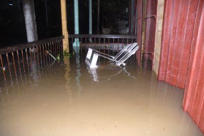 El río Máximo no creyó en el dique-drenaje construido para evacuar sus aguas. (foto: Oscar Alfonso)