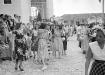 La Trinidad de antaño. Estampa trinitaria durante una salida de misa de la década de 1950.
