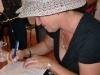Literatura espirituana conquista La Cabaña. Los autores firmaron ejemplares para los asistentes.