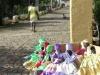 Confeccionadas por los propios pobladores del batey, las artesanías que se comercializan en Manaca Iznaga constituyen exponentes de los rasgos identitarios de la región.