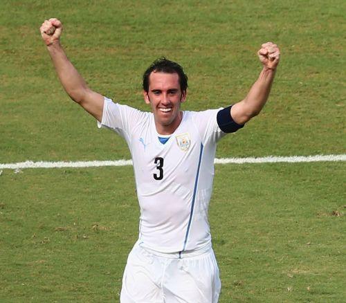 Mundial de fútbol Brasil 2014. Godín le dio el pase a Uruguay a octavos de final.