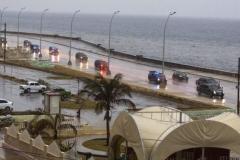 Obama en Cuba. Caravana presidencial de Barack Obama, transitó bajo pertináz lluvia por el malecón habanero. (Foto: ACN)