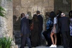Obama en Cuba. En su primera actividad oficial, Obama y su familia caminaron por el centro histórico de la ciudad, próxima a cumplir  500 años de fundada. (Foto: Reuters)