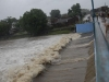 Las aguas del río Yayabo aumentaron vertiginosamente su nivel ante las persistentes lluvias de las últimas horas. (foto: Vicente Brito)