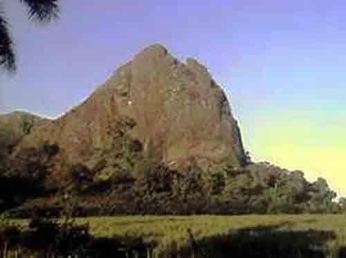 Los Cerro de Fomentoes un sitio natural de gran valor científico, arqueológico e histórico. El Pico Husillo es una muestra de ello.