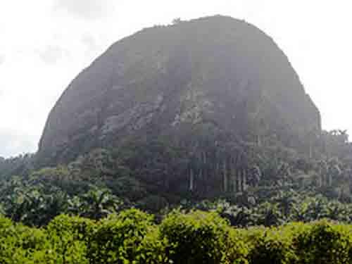 Piedra Gorda forma parte de los Cerro de Fomentoes un sitio natural de gran valor científico, arqueológico e histórico.