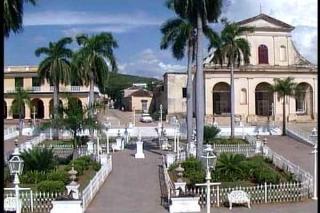 Creció bañada por el mar Caribe, custodiada por el macizo montañoso de Guamuhaya y en las cercanías del Valle de los Ingenios, conjunto fabril que le dio su máximo esplendor en el siglo XIX.