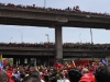 Un mar de pueblo acompaña a Chávez. Desde el Hospital Militar el pueblo acompañó la marcha fúnebre que recorrió los principales puntos del oeste de la ciudad de Caracas.