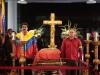 Un mar de pueblo acompaña a Chávez. La guardia de honor, de tres minutos cada una, comenzó con el vicepresidente venezolano, Nicolás Maduro, y el presidente de la Asamblea Nacional, Diosdado Cabello.