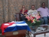 La familia Galañena Hernández fue la primera en rendir tributo.