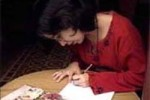 Liudmila Quincoses en su peculiar labor de escribana de cartas de amor.