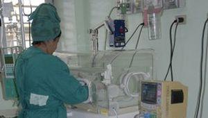 Los niños con bajo peso al nacer requieren de una atención especializada.