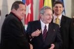 Raúl y Chávez durante la Cumbre del ALBA en Caracas.