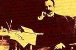 José Marti, fundador del periódico Patria. Sobre la mesa un ejemplar.