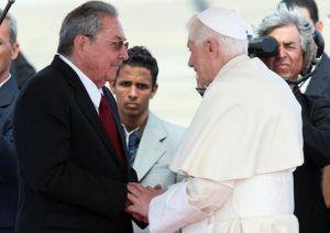Encontrará un pueblo solidario e instruido, expresó Raúl durante la ceremonia de recibimiento a Benedicto XVI. (foto: Juventud Rebelde)